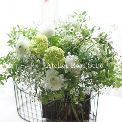 今月の花束レッスンは・・白&グリーンのふんわり優しいブーケ♪の記事に添付されている画像