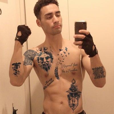 タトゥーだらけの男ですの記事に添付されている画像