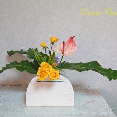 スプレー薔薇*自由花*夢花いけばな教室☆3/13の記事に添付されている画像