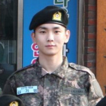 KEY★軍服姿の記事に添付されている画像