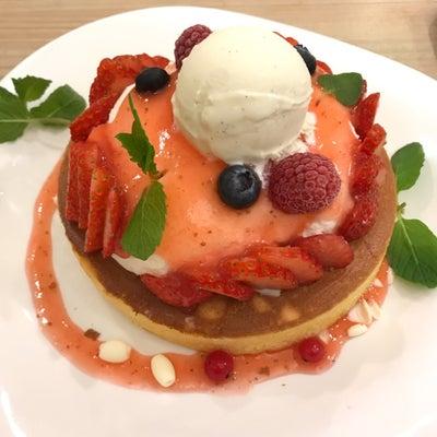 いちごのレアチーズパンケーキ@『アクイーユ 』の記事に添付されている画像