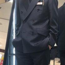 新調したスーツとマルコとマルオの記事に添付されている画像