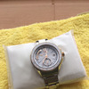 腕時計の日光浴の画像