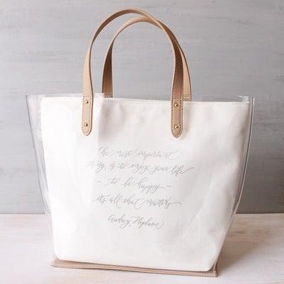 GUのクリアトートバッグにモダンカリグラフィーで書いた文字をアイロンプリントしての記事に添付されている画像