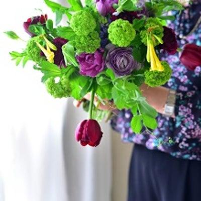 チューリップやヒアシンスなどの春のお花を束ねてたのしみました。豆の花の豆は食べらの記事に添付されている画像