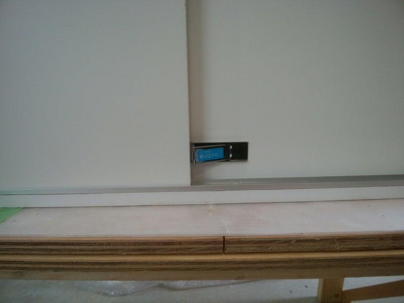 099a4b29e6 作業用テーブルは、天板は25mmのゴムで、チーク色のオスモカラーを塗布して防水対策しました。