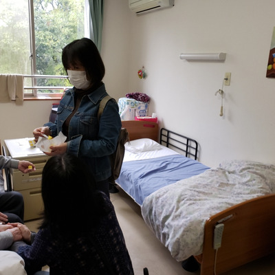 認知症両親の介護 両親の暮らす施設の壁に油絵をの記事に添付されている画像