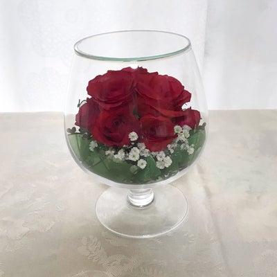 グラスの赤いバラの記事に添付されている画像