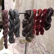『― 色を解く ― 江戸の紫・京の紫 きものと帯展』の記事に添付されている画像