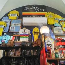 フィレンツェ中心街にあるスポ-ツヴィンテ-ジの品が豊富なリサイクルショップの記事に添付されている画像
