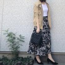 UNIQLOトップスに大人花柄スカートの記事に添付されている画像