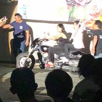 豊田真奈美さんがバイクに乗って登場だぁの記事に添付されている画像