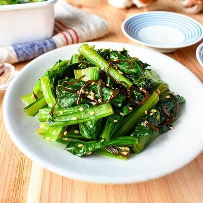 レンジでつくる【小松菜の塩昆布ナムル】10分/冷蔵4日/レンジの記事に添付されている画像