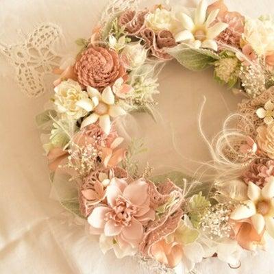 「母の日に」大人ピンクのリースを作りませんかー4月のレッスンのご案内の記事に添付されている画像