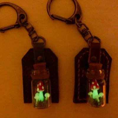 光るキノコのキーホルダーの記事に添付されている画像