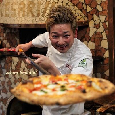 世界チャンピオンにモチ肌なナポリピッツァを焼いてもらった『チェザリ』の記事に添付されている画像