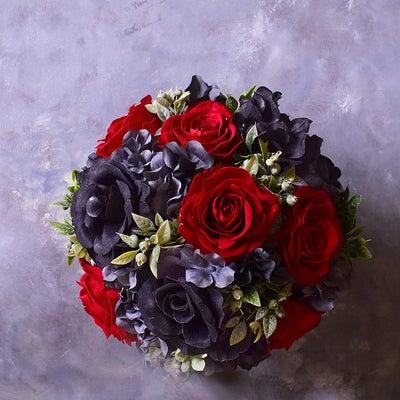 スタイリッシュなテーブルコーディネートには、スタイリッシュな赤と黒の記事に添付されている画像