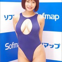 Hカップ童顔巨乳グラドル・和地つかさ、際どい角度のハイレグがセクシーな変形競泳水の記事に添付されている画像