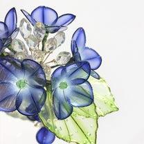雨垂れ額紫陽花のヘアコーム【紺・黄緑】の記事に添付されている画像