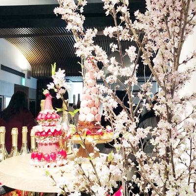 今が旬の「翔んで埼玉」と「苺デザートビュッフェ」の記事に添付されている画像