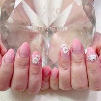 ピーチピンクのグラデーションにエンボスフラワーネイル☆の記事に添付されている画像