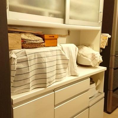 うちの食器棚はパウモナの記事に添付されている画像