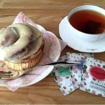 シナモンロールと紅茶でおウチカフェの記事に添付されている画像