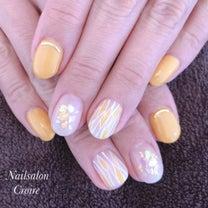 黄色春ネイルの記事に添付されている画像