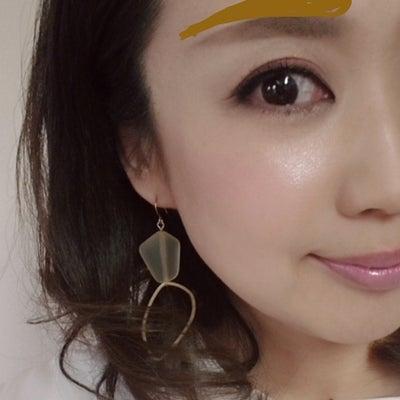 トレンドを意識した大人女性の太眉を描くポイントの記事に添付されている画像