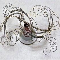 wire wrappingでの作品のやじろべえ(タイトル後々公開)本番P.3ですの記事に添付されている画像