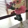 お花とキャンドルで優雅な空間の画像