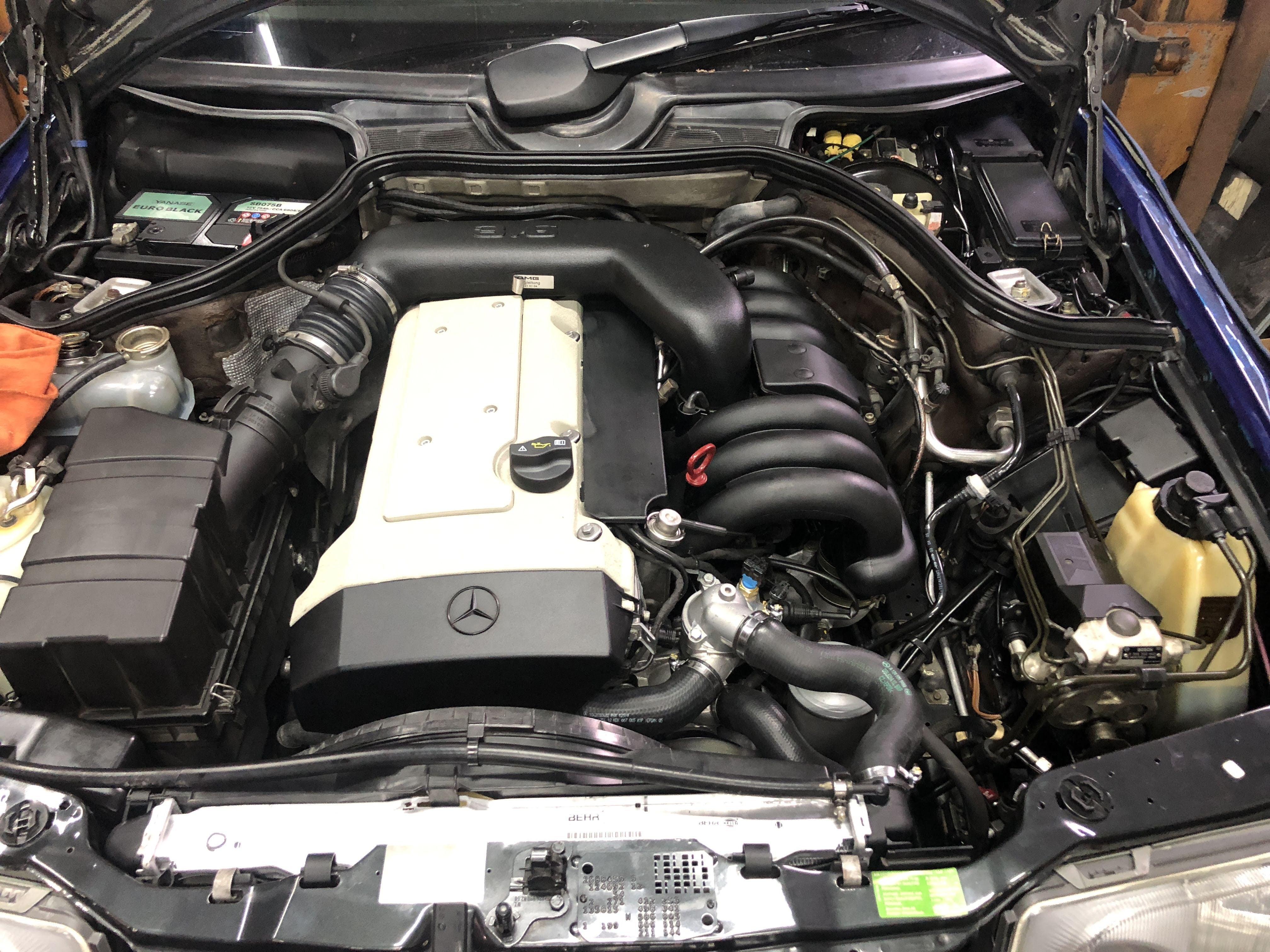 W124 M104 エンジンタペットカバー ペイント