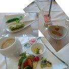 【イベントレポート】『チューブヨガ&アクアせサリーレッスン Withお野菜たっぷりセレブランチ』の記事より