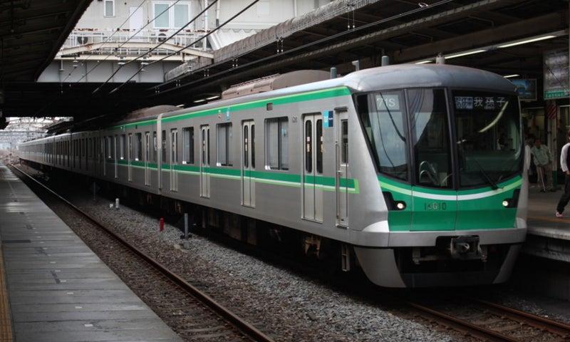Tokyo_Metro_16000_Series(Chiyoda_Line)