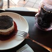 スタバの新作 濃厚ケーキ  チョコレートレイヤーケーキ