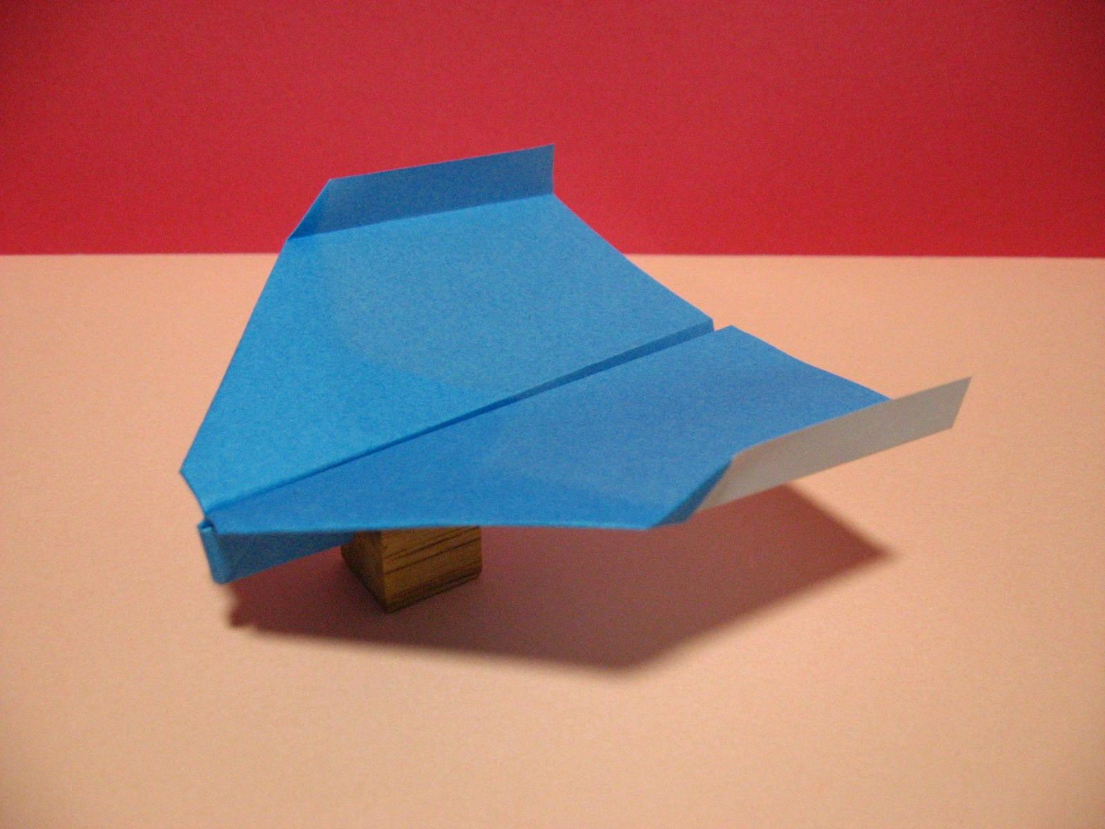 紙 飛行機 一 飛ぶ 世界