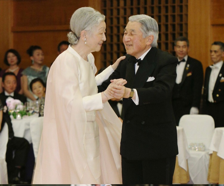 20年ぶりにダンスを披露された天皇陛下と皇后・美智子さま。