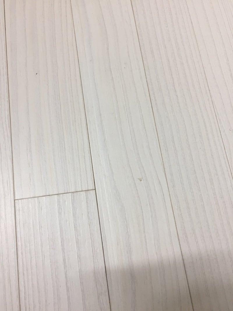 汚れ フローリング 白い