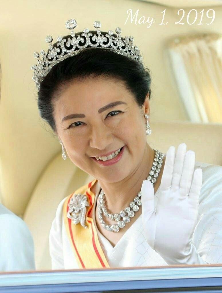 皇后陛下の第一ティアラは3way仕様?