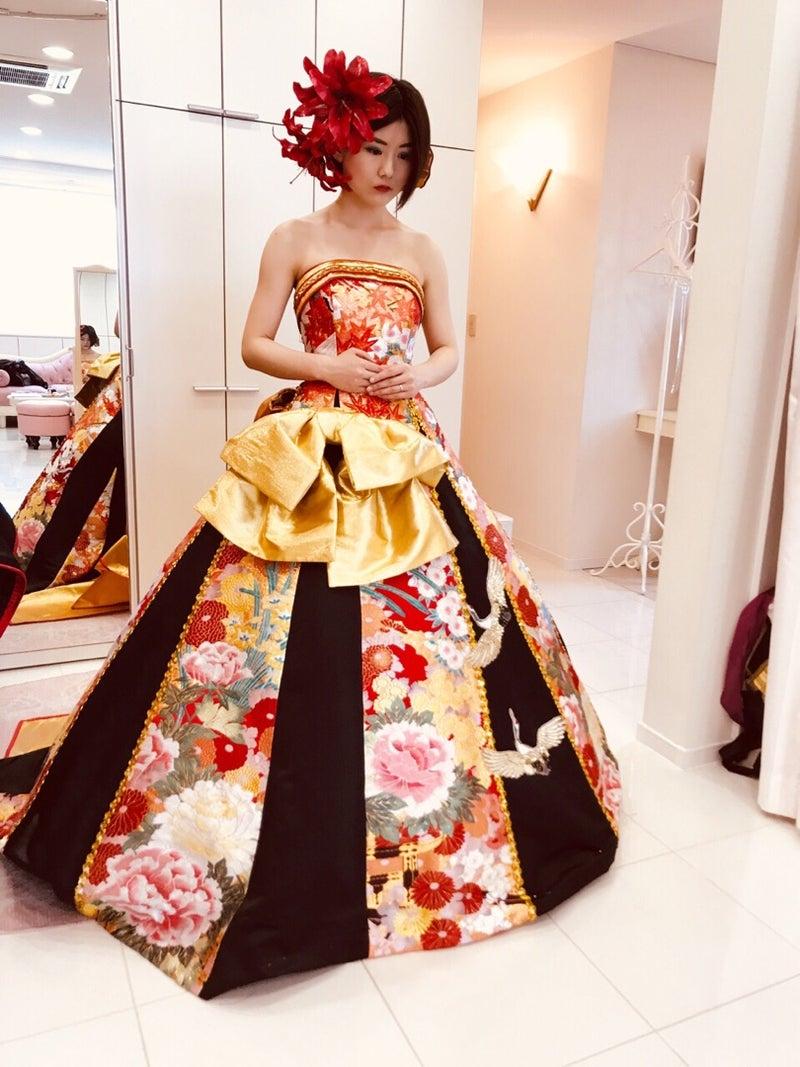 ゴールドのリボンが華やかなAラインドレス アリアンサ
