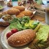 たまごパンの先に見ているのはカレーパンの画像