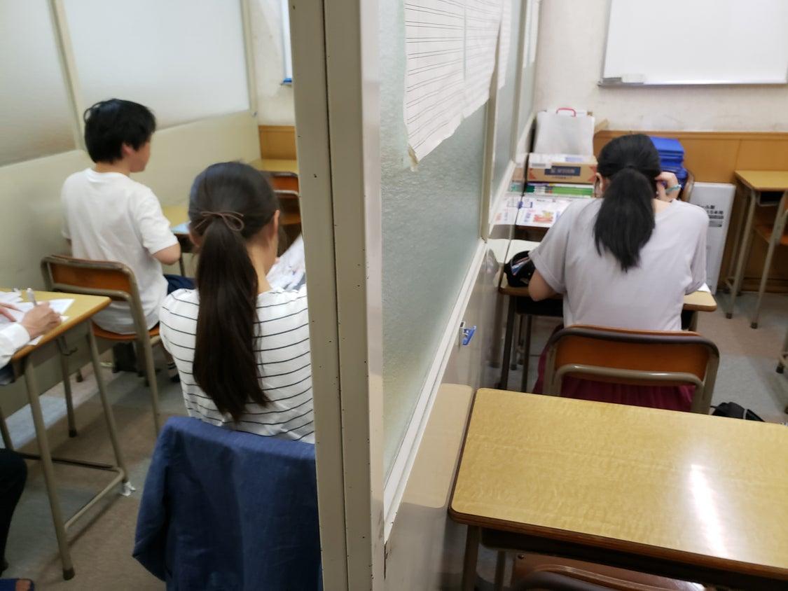 高校生になって初めての定期テストで必死、頑張ってね(^^ )の記事より