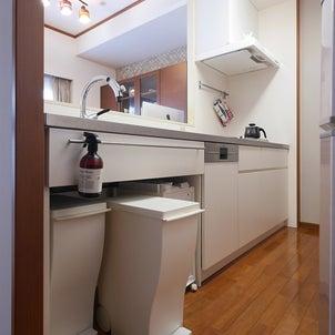 収納スペースを減らして機能的に変えた、キッチンリノベーション事例の画像