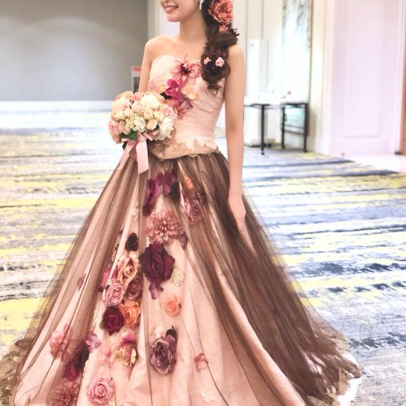 a4595c48f5278 画像 ピンクブラウンのカラードレスはお花いっぱいの花嫁♬ の記事より