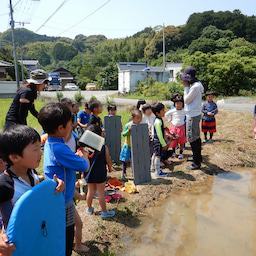 画像 田んぼで泥んこ遊びをしよう!(2019/05/24) の記事より 3つ目