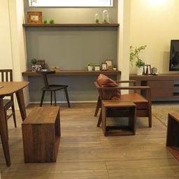 画像 床の色と少し違う色の家具がいい?!グレーがかったブラウン色の床にウォールナット材の家具を合わせる の記事より 12つ目