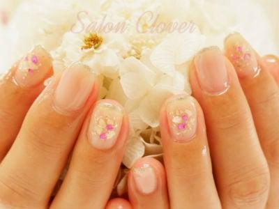 夏におすすめの涼し気なシェルストーンアート♡自爪に優しいジェルネイルの、シンプルオフィスネイル