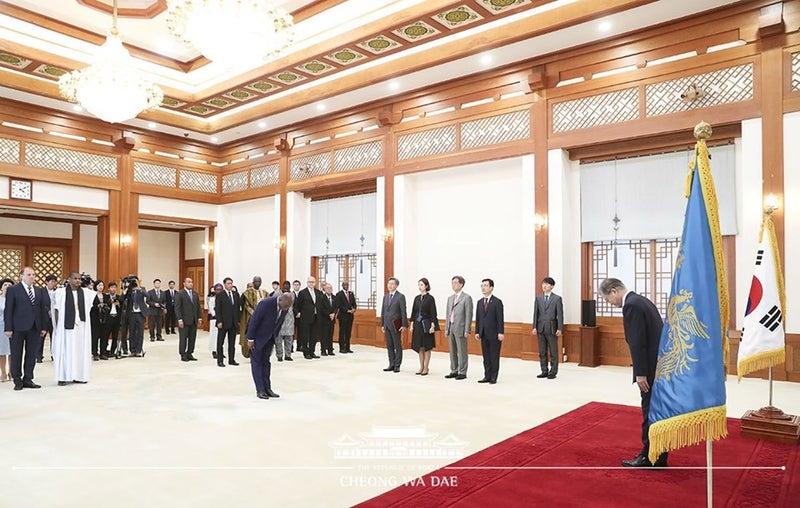 駐日パラオ共和国大使 韓国大使就任式随行   世界中の国や地域の首脳や ...