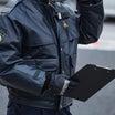 警察官の拳銃の携帯方法は? 「奪われにくい拳銃入れ」への更新前 被害巡査は従来型