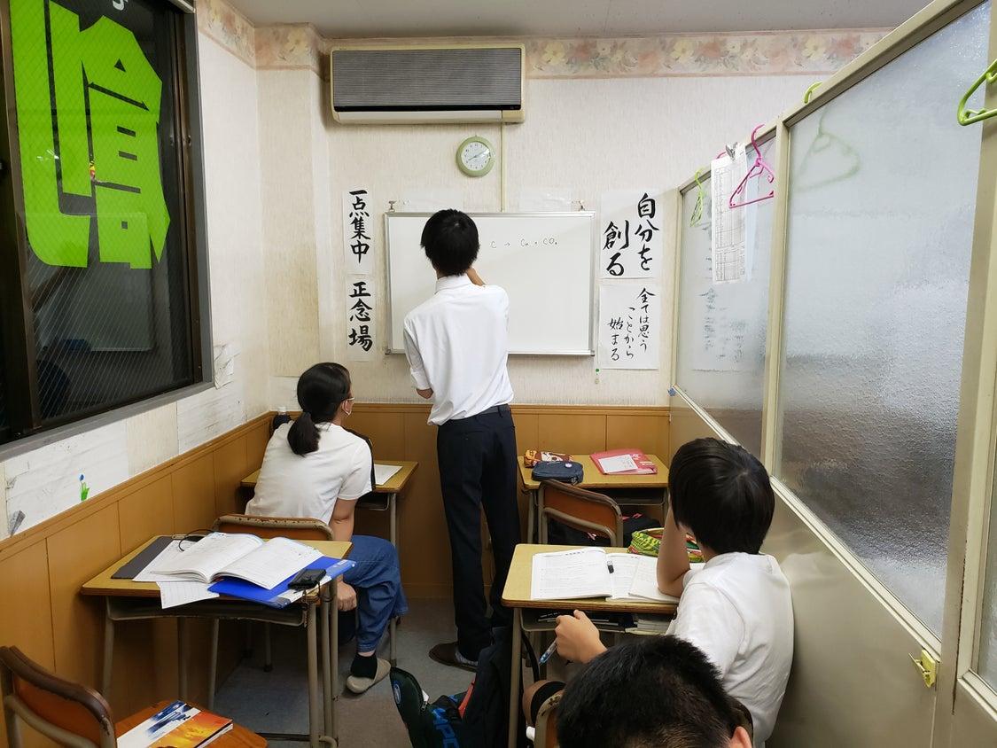 中高生の子たちの期末試験勉強のトレーニング学習の様子です。みんな普段より頑張ってますよ!(^^)の記事より